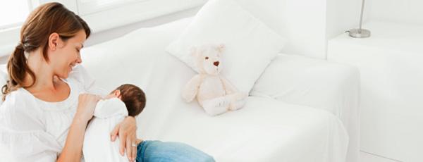 چرا نوزاد هنگام شیر خوردن، سینه مادر را گاز میگیرد؟
