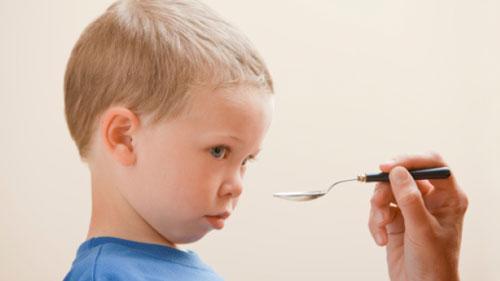 نتیجه تصویری برای دارو خوردن کودک