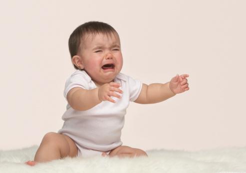 گریه نوزاد، علت آن چیست؟