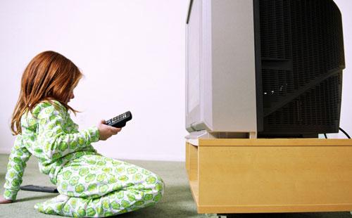 دیدن تلویزیون در کودکان، چه برنامه هایی مناسبه؟