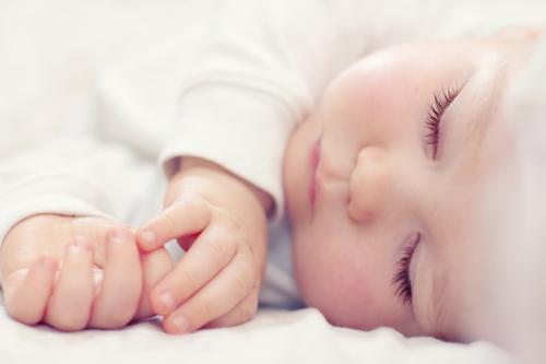 لباس خواب کودک در زمستان چگونه باشد؟