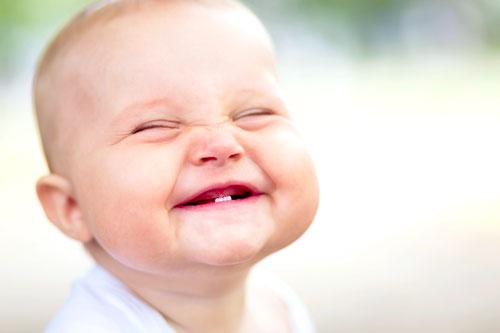 رشد دندان کودک، تا 18 ماهگی خیالتان راحت!