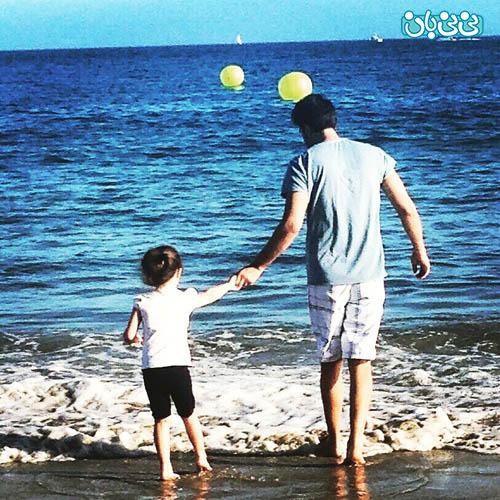 عکس بنیامین و دخترش، کنار سواحل آمریکا