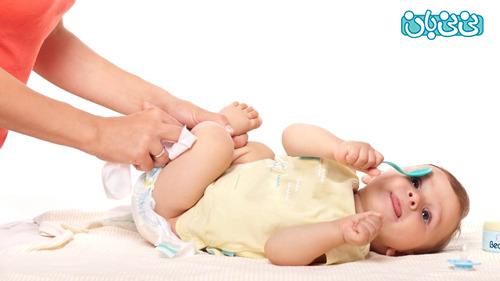 شستن پاي نوزاد