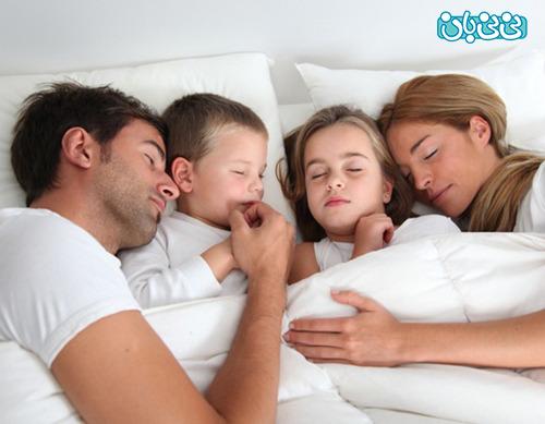 مضرات ماندن کودک در رختخواب پدر و مادر