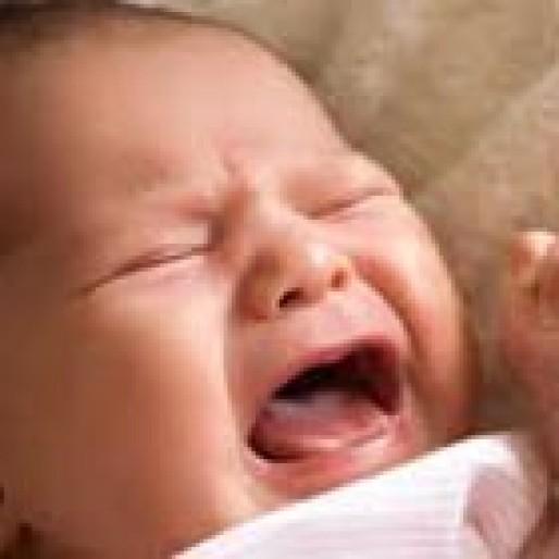 علت گوش درد نوزاد، درمانش چیست؟