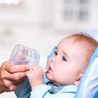 آب دادن به نوزاد، چقدر نیاز دارد؟