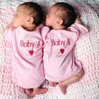 خواباندن نوزادان دوقلو، کنار هم بخوابند؟