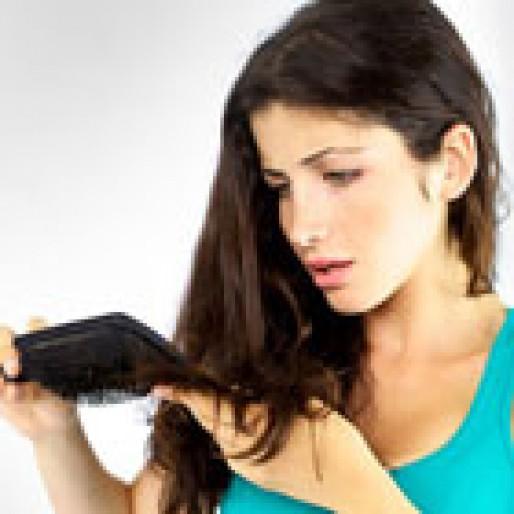 ریزش مو بعد از زایمان، چرا اتفاق می افتد؟