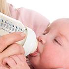 غذا دادن به نوزاد، شیشه بهتر است یا؟
