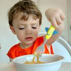 بد غذا خوردن کودک، خوش آب و رنگ دوست داره