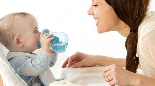 زیاد آب خوردن بچه، علت دارد؟