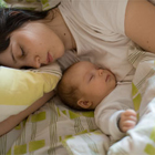 خواباندن نوزاد کنار والدین، معایب را بدانید