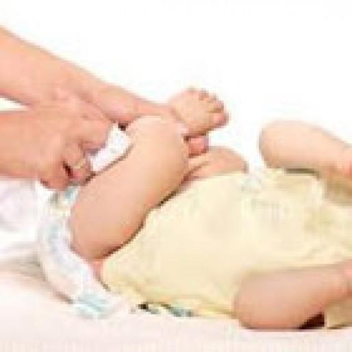 علت خون در پوشک نوزاد، چیست؟