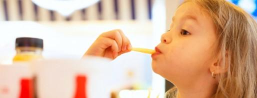 عوارض فست فود برای کودکان، باید بدانید