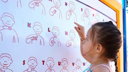 کودک کم شنوا، تمام راهنماییهای لازم