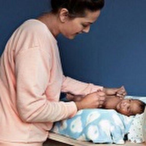 ماساژ نوزاد با روغن، مراحل و فواید