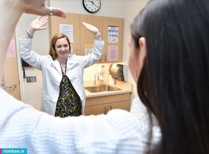 معاینه پستانها توسط پزشک، چگونه انجام میشود؟